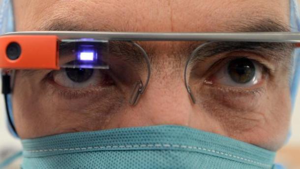 le-chirurgien-opere-et-teleporte-ses-yeux-au-japon_2