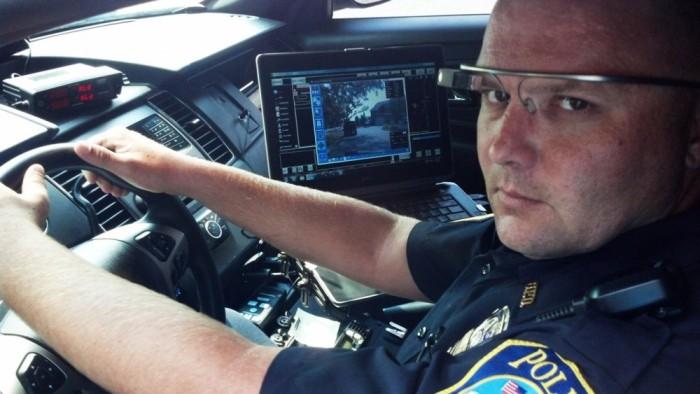 Google-Glass -la-police-de-Dubaï-s'équipe-2