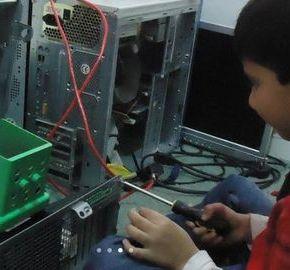 Un prodige de cinq ans, Ayan Qureshi, décroche un diplôme d'informatique deMicrosoft
