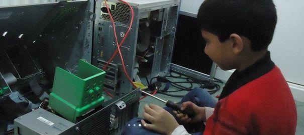 Ayan-Qureshi-Prodige-5-ans-Diplômé-Informatique-par-Microsoft