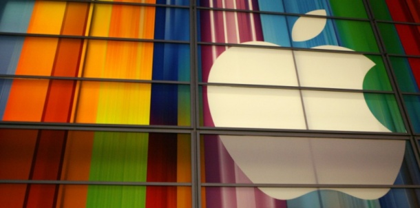 Apple becomes first company worth over $700 bn