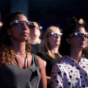 Un théâtre londonien affiche les dialogues des pièces sur des lunettesconnectées