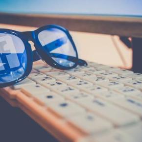 Facebook dévoile un projet de lunettes connectées avec le fabricant desRay-Ban