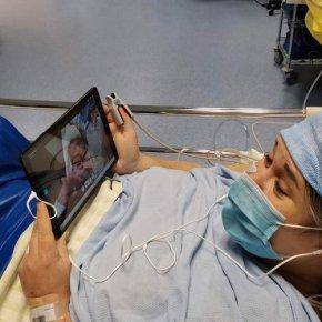 Tarbes : après une césarienne, les mamans peuvent voir les premiers instants de leur bébé grâce à des lunettesconnectées